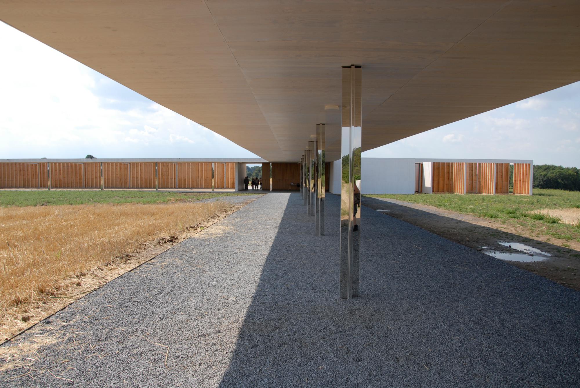 sabine remy miriskum kunst und kultur unterwegs mies 1 1 golfclub projekt krefeld. Black Bedroom Furniture Sets. Home Design Ideas