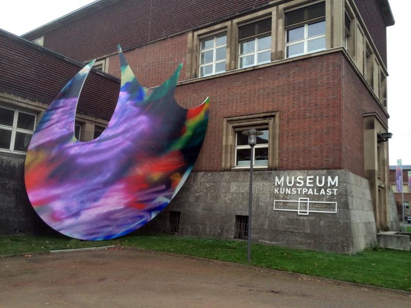 Katharina Grosse im Museum Kunstpalast - Ausseninstallation