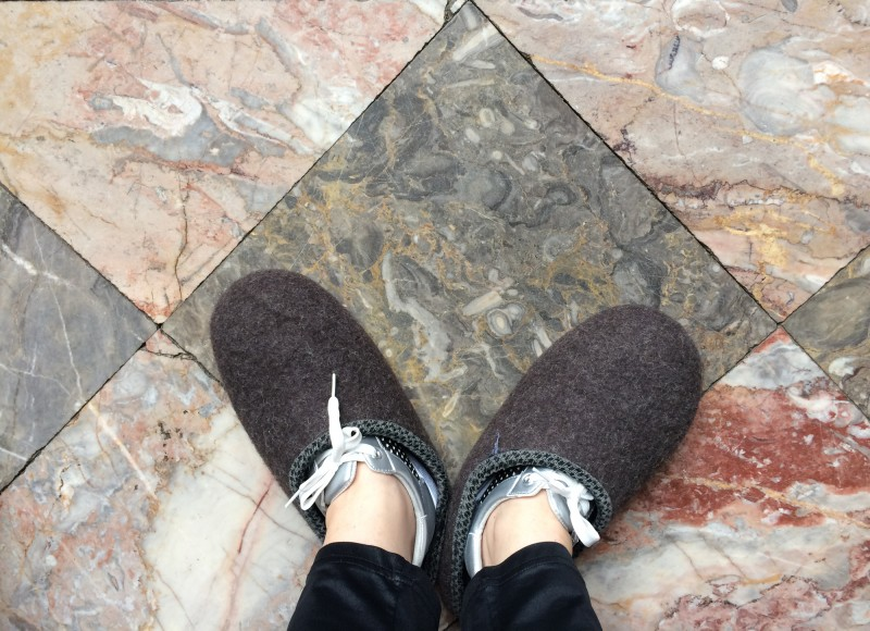 Mit Filzpantoffeln im Schloss - With felt slippers in the castle
