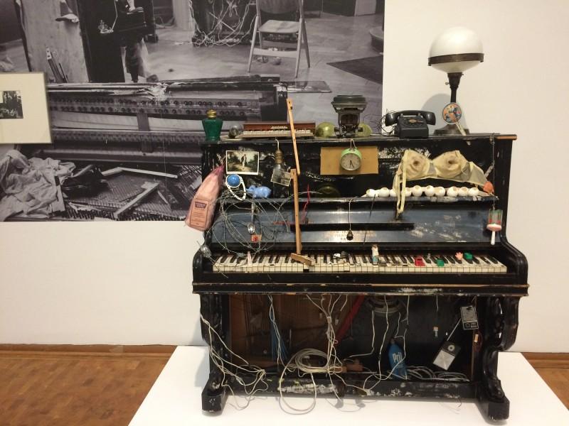 Nam June Paik - Klavier Integral - 1958-1963 - Fluxusklavier - in: kunst ins leben ! - Der Sammler Wolfgang Hahn und die 60er Jahre - im Museum Ludwig