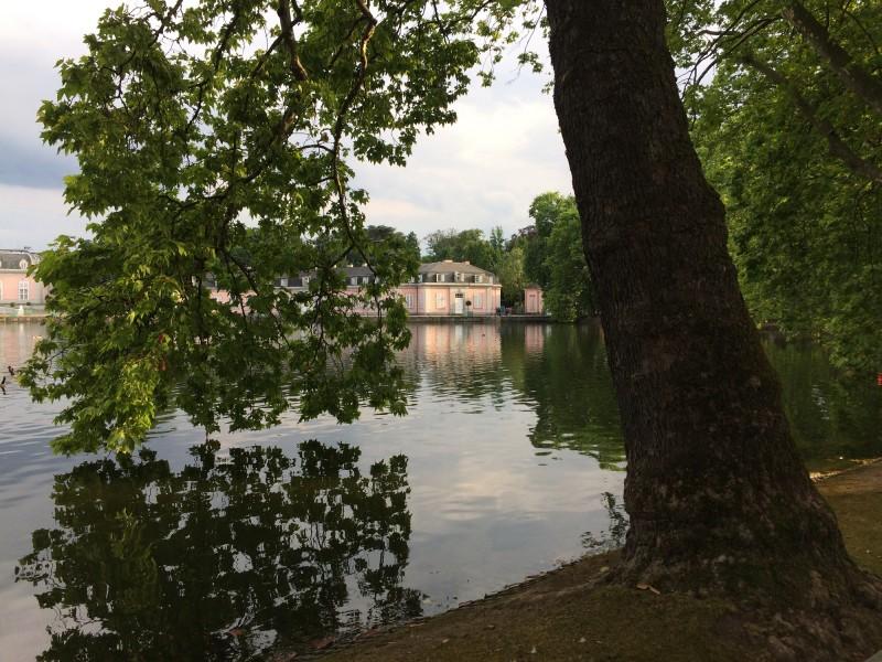 Schloss Benrath mit Weiher