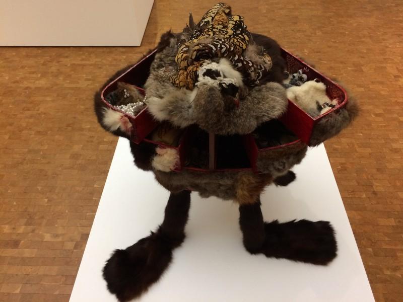 Ursula - Pelzvogelkasten - Fur Bord Box - 1968 - in: kunst ins leben ! - Der Sammler Wolfgang Hahn und die 60er Jahre - im Museum Ludwig
