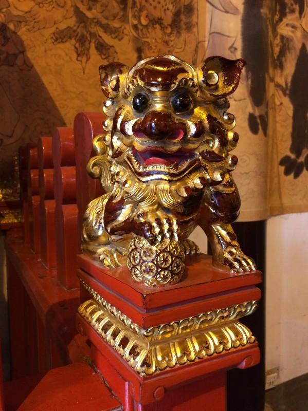 Detail eines Geländers in einem Tempel / Detail of a banister inside a temple