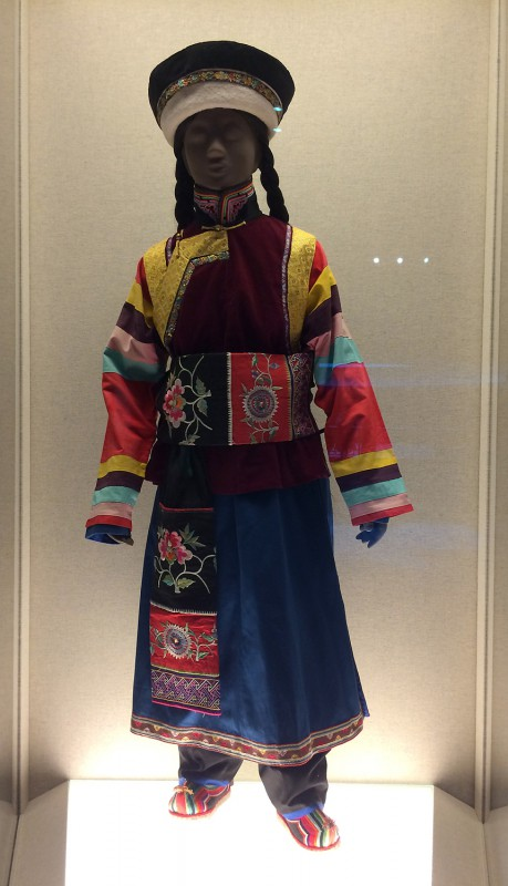 Embroidered dress sewn with striped sleeve attachments - Tu - The 2nd half of the 20th century