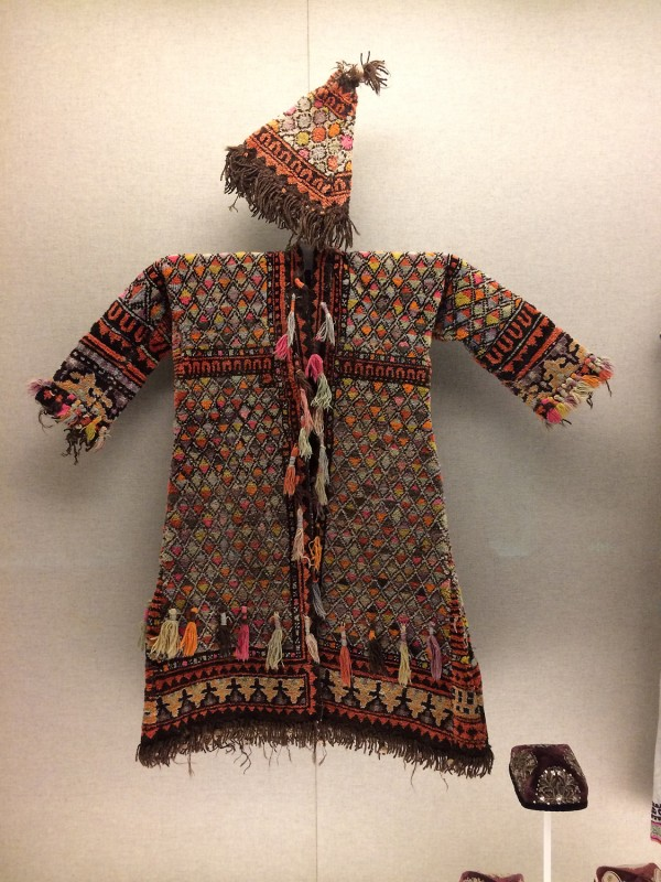 Ishan´s woolen garment and hat - Uygur - Kashgar, Xinjiang Uygur Autonomous Region The 1st half of teh 20th century