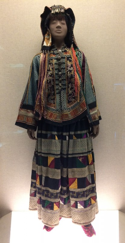 Woman´s embroidered garment - Yi - Yunnan - The 2nd half of the 20th century