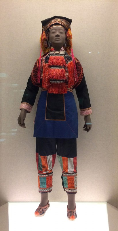 Woman´s ensemble with silver adornments and cross-stitched embroidery - Yao - Jinxiu, Gunagxi Zhunag Autonomous Region - The 2nd half of the 20th century
