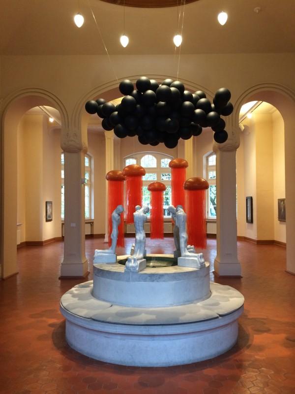 Birgitta Weimer - Omen - 2017 und Medusae (1-5) - 2012 - Brunnen von Paul Kußmann (Replik 1973:74) - at Osthaus Museum Hagen