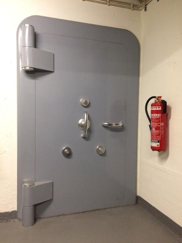 Tresortür<br>Vault door