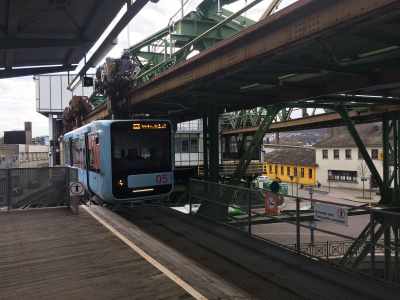 Schwebebahnfahrt Wuppertal - Endhaltestelle Oberbarmen - und zurück nach Vohwinkel
