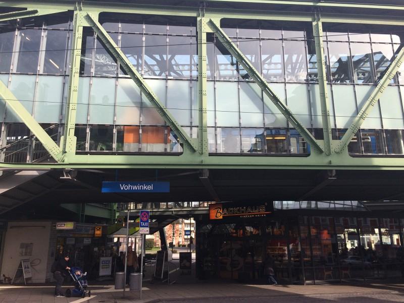 Schwebebahnfahrt Wuppertal - Endhaltestelle Vohwinkel