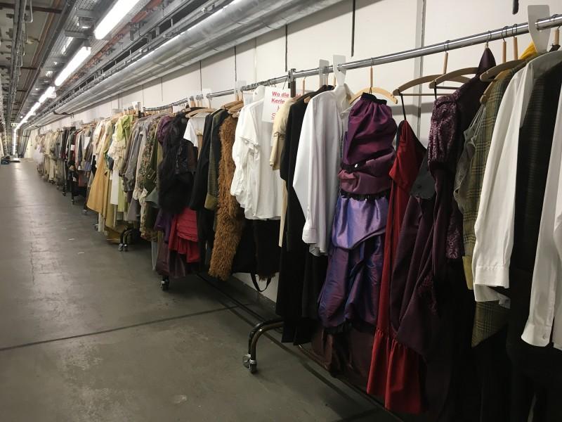 Führung Opernhaus Düsseldorf  2018 auf dem Weg zum Kostümfundus