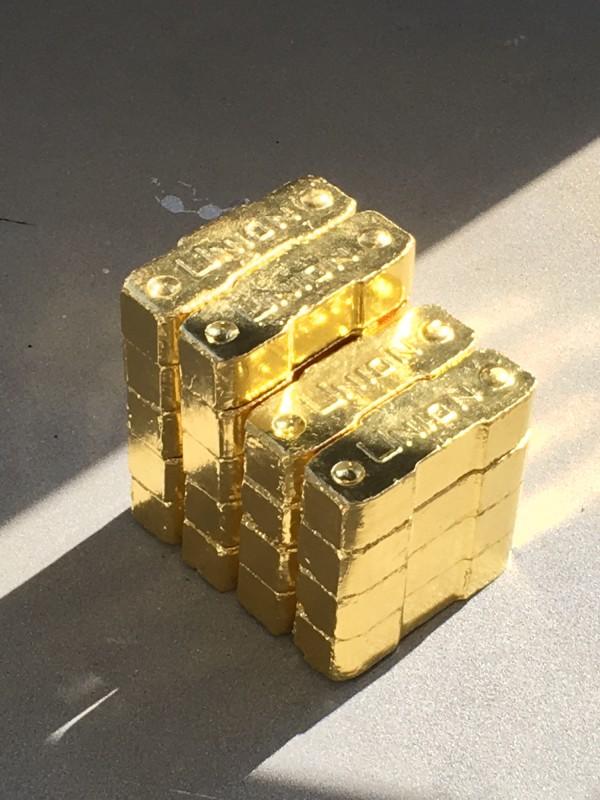 Alicja Kwade: Kohle (Union) /  Coal (Union) -  2008 im Lehmbruck Museum Reichtum Schwarz ist Gold