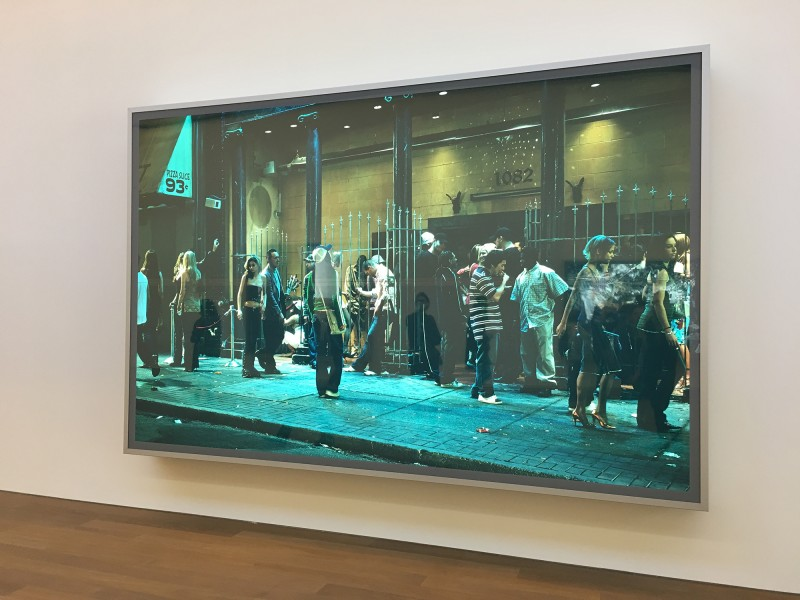 Jeff Wall - In front of a nightclub - 2006 - at MUDAM Luxembourg - Appearance