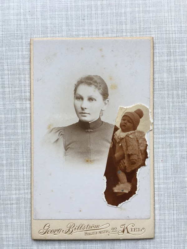 The Unequal Twin started by me finished by Laurence Gillot - Cabinet card 2