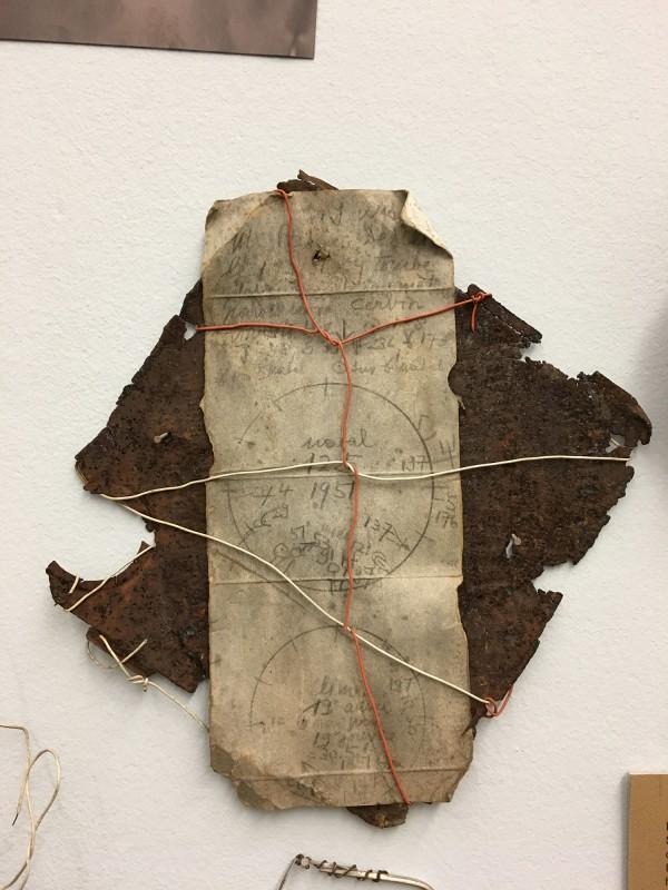 Detail 7 von Enzyklopaedie im Wald 1952 - 1972 Armand Schulthess -  aus dem Ausstellungsbereich Der Hang zum Gesamtkunstwerk in der Kunsthalle Duesseldorf - Harald Szeemann Museum der Obsessionen