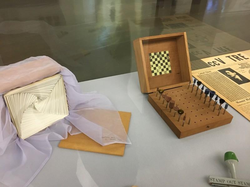 FluxusVitrine 3 -  in der Kunsthalle Duesseldorf - Harald Szeemann Museum der Obsessionen