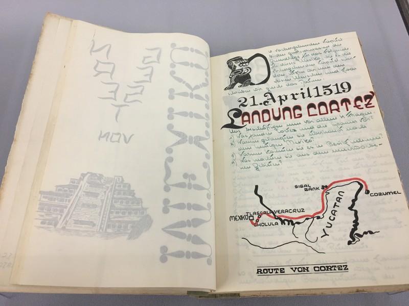 Schulprojekt Szeemanns zu Mexiko ca1952 -  aus dem Ausstellungsbereich Geografien in der Kunsthalle Duesseldorf - Harald Szeemann Museum der Obsessionen