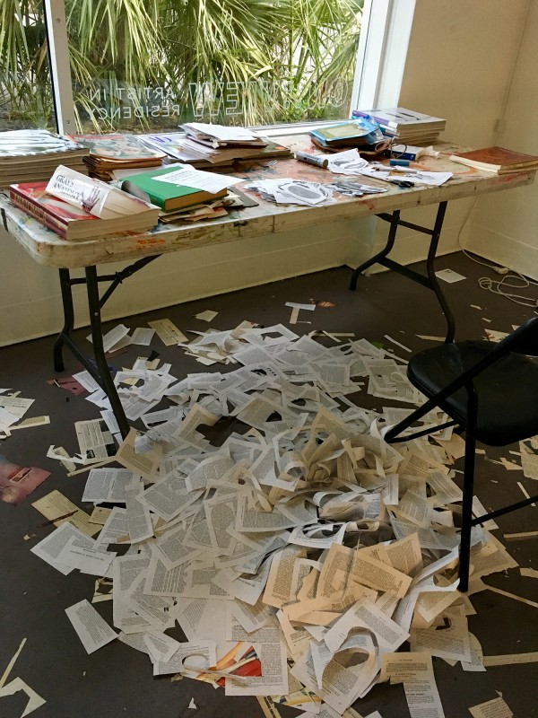 Das Atelier nach dem Sezieren des Anatomiebuches / The studio after the dissection of the anatomy book