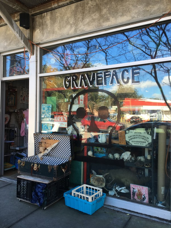 Graveface Secondhandladen / Gravecae second hand shop