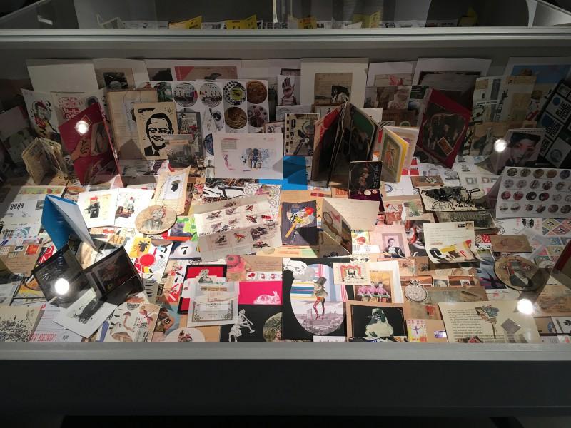PAPA MAMA DADA - Neue Sächsische Galerie Chemnitz - Mail Art Vitrine