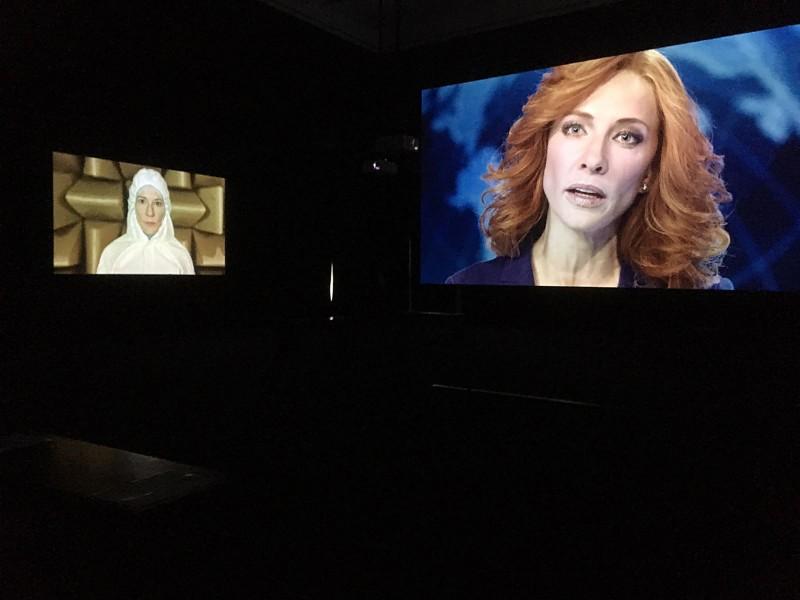Julian Rosefeldt- Manifesto 2015 Filminstallation 12 films each 10-30 minutes, 1 intro-film 4 minutes, total length 130 minutes - Installationsansicht 2
