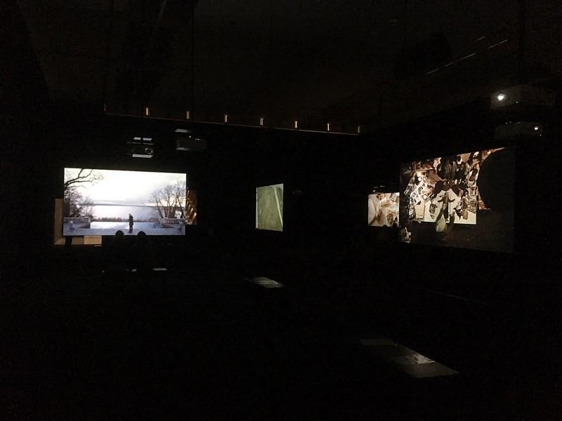 Julian Rosefeldt- Manifesto 2015 Filminstallation 12 films each 10-30 minutes, 1 intro-film 4 minutes, total length 130 minutes - Installationsansicht 9