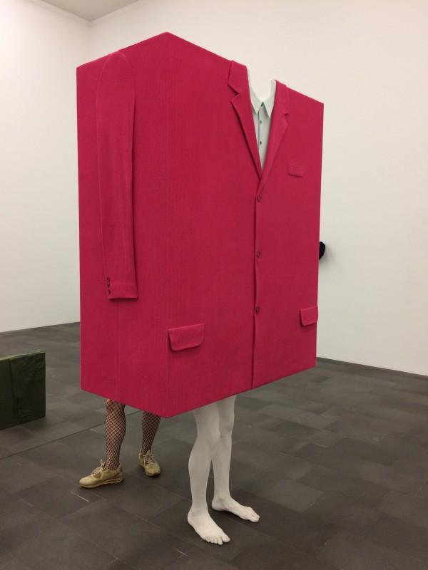 Erwin Wurm - Kastenmann pink - 2007 - mit meinen Beinen (Box Man pink - with my legs) -  Küppersmühle Duisburg
