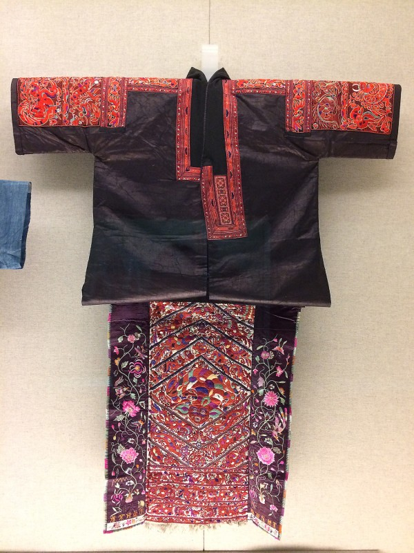 Blouse and decorative embroidered apron - Miao - Taijiang Guizhou, The 2nd half of the 20th cebtury