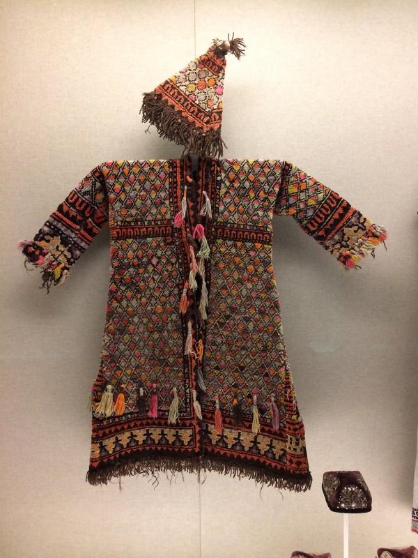 Ishan´s woolen garment and hat - Uygur - Kashgar, Xinjiang Uygur Autonomous Region The 1st half of teh 20th century
