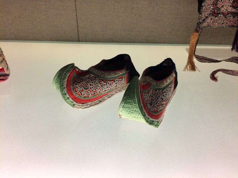Shoes with upturned toe and couching embroidery - Dong - Liping, Guizhou, The 2nd half of the 20th century