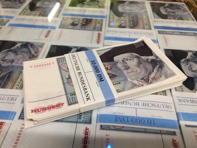 Im Tresorraum - Austauschgeld<br>Inside the vault  - exchange money