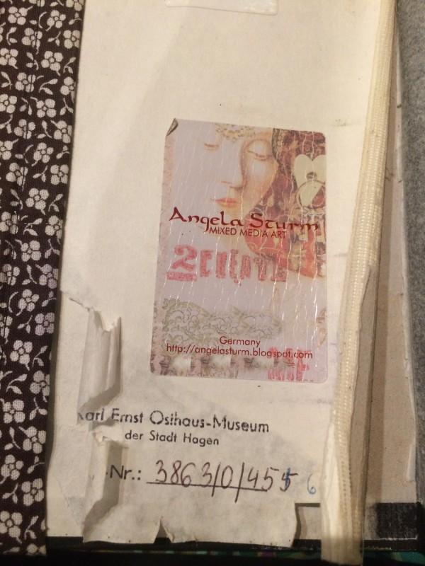 Sigrid Sigurdsson - Die Architektur der Erinnerung, 1988 - 2009 -  Das Museum im Museum - Katalogisierungsnummer von Angela Sturms Reisebuch