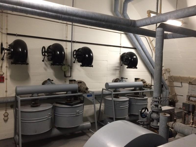 Versorgungszentrale Wasser Elektrizität usw<br>Supply center for water and electricity aso