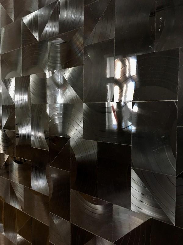 Gregor Hildebrandt - Der grosse Regen - 2018 - Detail- im Kunstmuseum Gelsenkirchen<br>Gregor Hildebrandt - The Great Rain (Detail) - 2018 - Record cuts on canvas - at the Kunstmuseum Gelsenkirchen