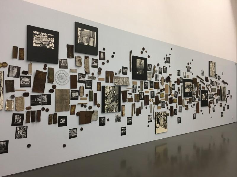 Enzyklopaedie im Wald 1952 - 1972 Armand Schulthess -  aus dem Ausstellungsbereich Der Hang zum Gesamtkunstwerk in der Kunsthalle Duesseldorf - Harald Szeemann Museum der Obsessionen