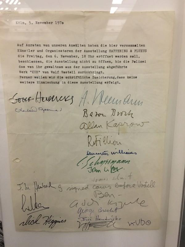 Protestbrief gegen die Zensur von KUH 5 November 1970 - aus dem Ausstellungsbereich Fluxus und Happening  in der Kunsthalle Duesseldorf - Harald Szeemann Museum der Obsessionen