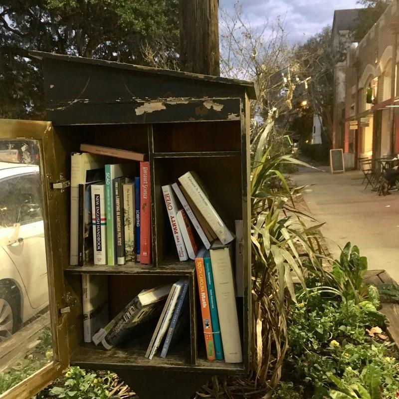 Öffentlicher Bücherschrank / Booksharing Take one leave one