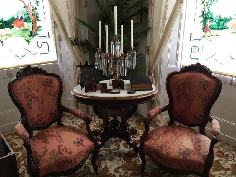 Old Governor s Mansion - Damensalon 2-  in Milledgeville