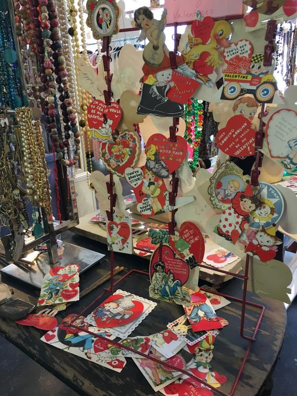 Vintage Valetines Greetings in einem Secondhand Laden in Savannah 2